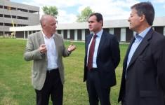 De izquierda a derecha: Raúl Pieroni, Rubén Ramírez y Carlos Greco, durante la recorrida por el Campus.