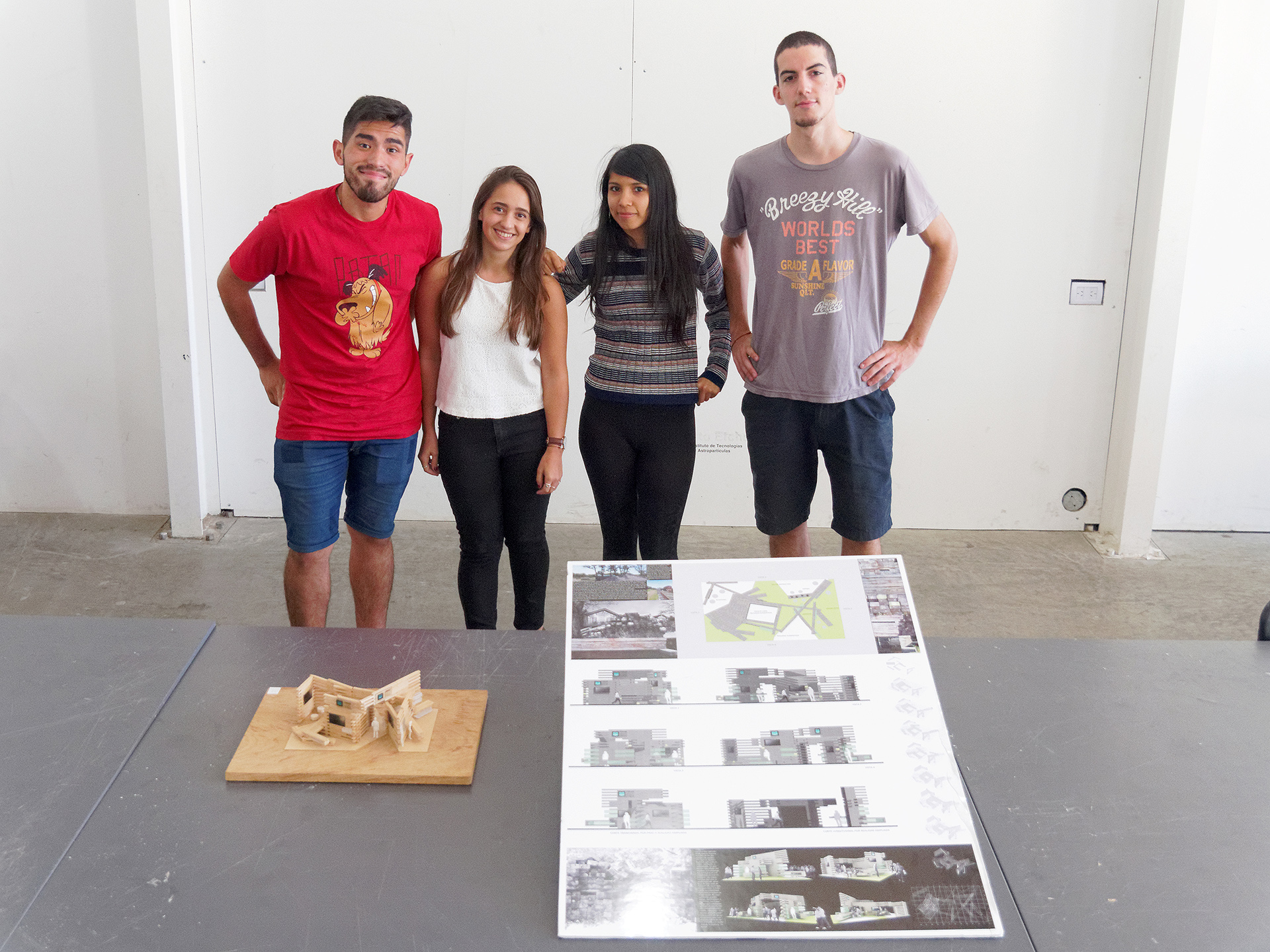 Tercer puesto. De izqu. a der.: Leonardo Corzo, Florencia Lara Torres, Jéssica Silvero Ruiz y Leonel Rodríguez