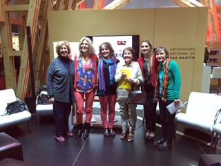 Se encuentran los integrantes de la Comisión junto a Daniela, responsable de UNSAM Edita en la Presentación de la Feria del LIbro