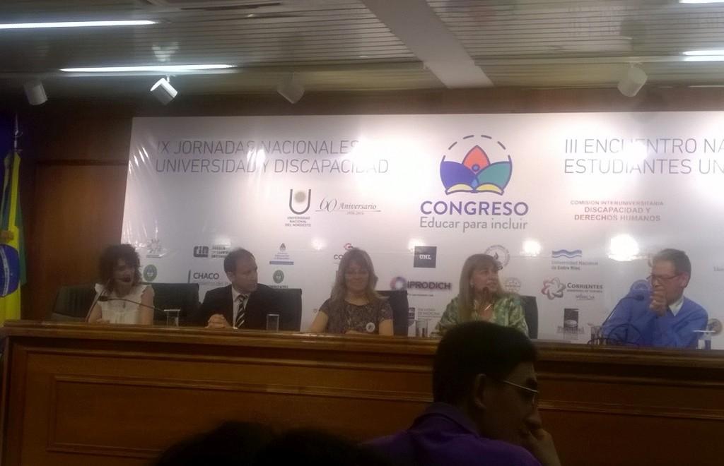 Se observa el panel de cierrre del COngreso Educar para Incluir , con la presencia de Marcela Mendez la Coordinadora, representantes de la UNNE