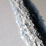 Claudio Parica analiza el desprendimiento de la barrera Larsen en la Antártida