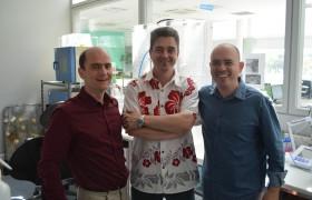 Xavier Catöen (CNRS, Francia), Galo Soler Illia (INS) y Mateus Cardoso (CNPEM, Brasil)