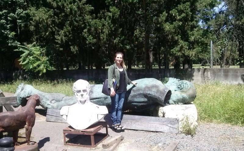 Constanza Pagone y el monumento a Jorge Newbery