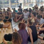 La coreógrafa, bailarina y performista Fleur Darkin visitó la UNSAM