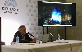 Claudio Ferrari, decano del IA, expuso acerca de las obras del CCK y de la ex Aduana TAylor en el seminario Patrimonio y Obra Pública.