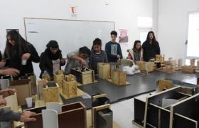 Estudiantes de la carrera de Arqutiectura en pleno trabajo