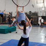 Estudiantes de Artes Circenses dictaron clases a niños y niñas de escuelas primarias intensificadas en educación física