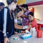 Más de 80 personas se realizaron electrocardiogramas y análisis de grupo y factor sanguíneo gratuitos en la UNSAM
