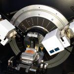 Viaje a la estructura de la materia: Nanosistemas suma un difractómetro de rayos X