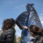 Estudiantes de la UNSAM trabajan en las esculturas del Campus Miguelete